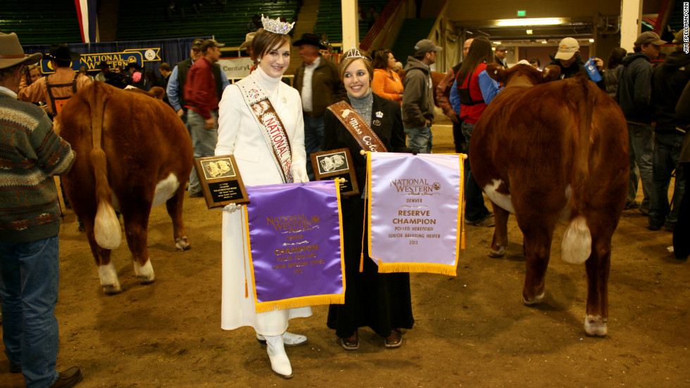 National Hereford Queen Amanda Bacon, left, and Colorado Hereford Queen Brooke Hinojosa hand out the ribbons to all the winning Hereford bulls.