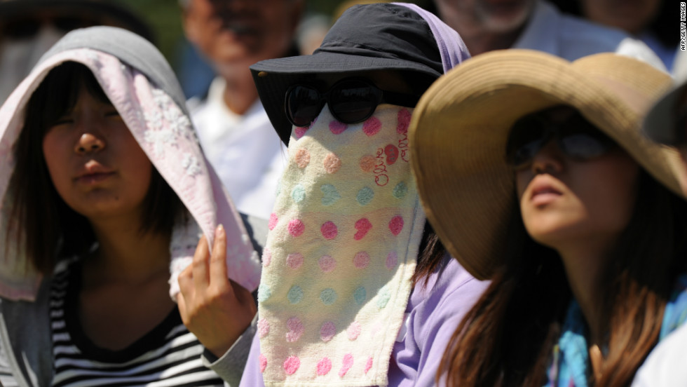 Spectators wear towels to beat the heat as Tatsuma Ito of Japan played Nicolas Mahut of France on the fourth day of the 2012 tournament in Melbourne.