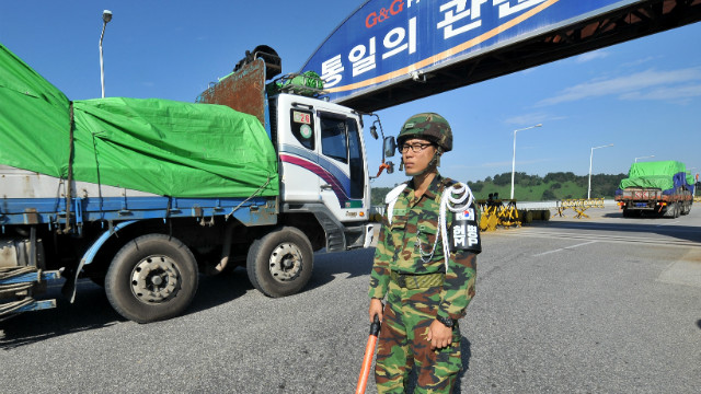 File photo of South Korea's trucks carrying 530 tons of flour for North Korean flood victims on September 16, 2010.