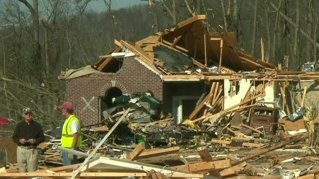 Deadly tornado destroys 200+ homes