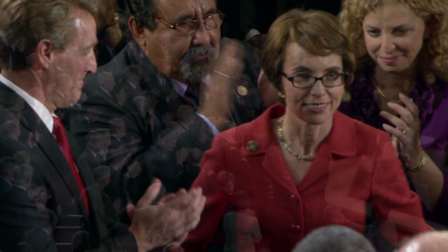 Giffords arrives for Obama address