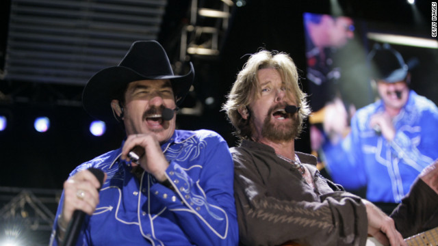 ASHVILLE - JUNE 7: Kix Brooks (L) and Ronnie Dunn of Brooks & Dunn perform at the 2007 CMA Music Festival (formerly known as FanFair) on June 7, 2007 in Nashville, Tennessee. (Photo by Rusty Russell/Getty Images)
