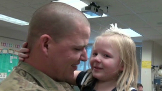 dnt soldier surprises daughter_00004408