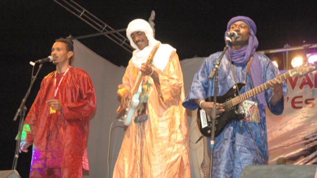 Music lovers gather for desert festival