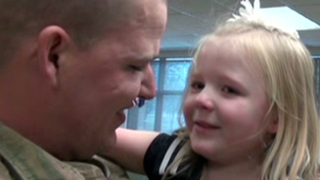 prime soldier suprises daughter_00002519