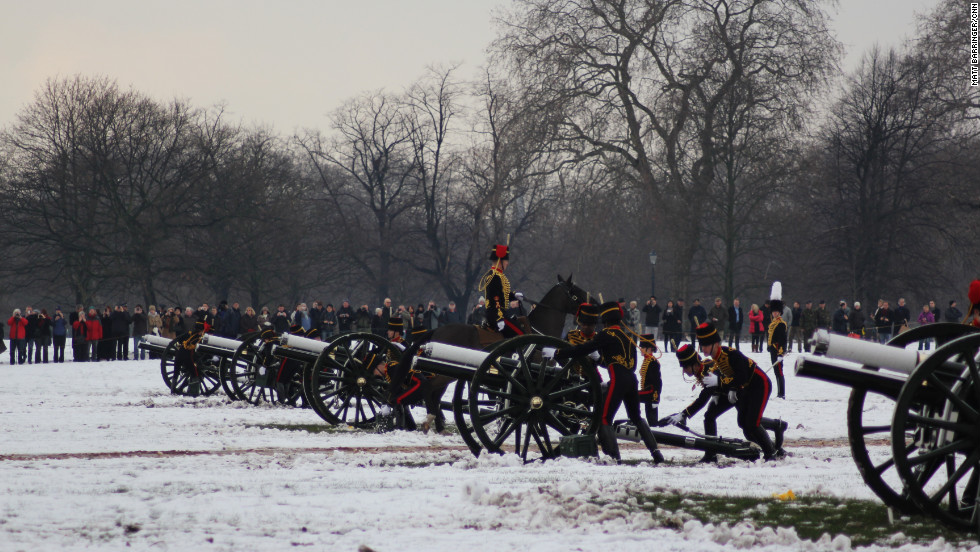 Despite the blistering cold, spectators gather to watch the salute in the picturesque west London park, home to Kensington Palace -- Princess Diana's former official residence.