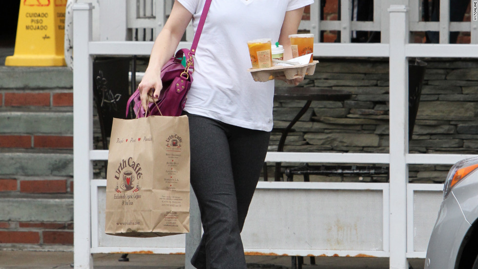 Mandy Moore grabs a bite to eat in Beverly Hills.