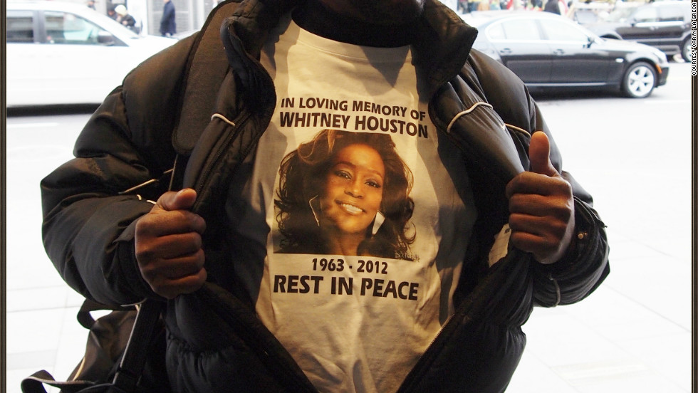 "The day after Houston was found dead at a Beverly Hills hotel, fans left flowers and notes outside New York's Apollo Theater, where she filmed one of her first music videos. One fan wore a T-shirt in her memory. New Jersey photographer <a href=""http://ireport.cnn.com/docs/DOC-747770"">Caryn La Greca </a> says she ""felt sorrow for the young singer who lost her life so young."""