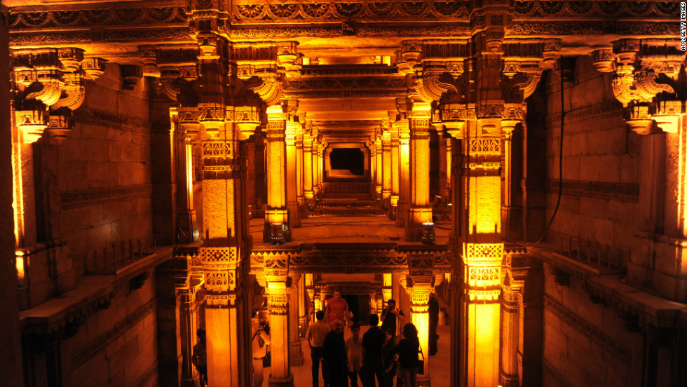 The Pearl Academy also draws on courtyards and shaded spaces with concrete pillars that feature in ancient buildings, as seen here at the Adalaj stepwell in the Indian state of Gujarat.