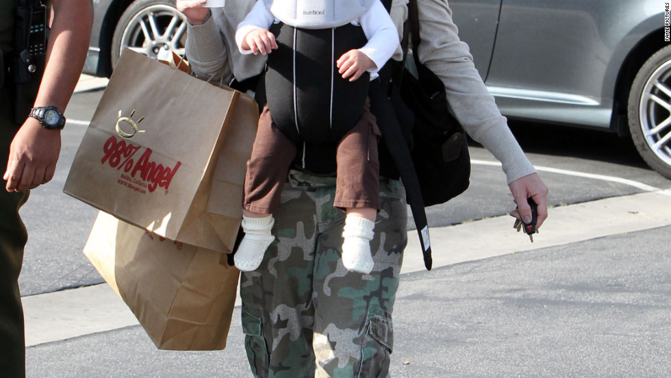 Pink goes shopping with her daughter in Malibu.