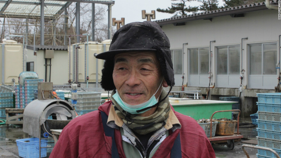 A worker at the oyster processing plant on Katsurashima says that more fishermen are having to pool resources.