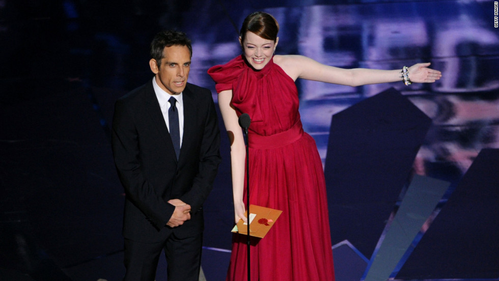"Announcing the award for visual effects, Emma Stone tried to make the most of her first experience as a presenter. But her co-presenter, Ben Stiller, wasn't having it. During their adorable bit, Stone suggested she sing a song, and asked Jonah Hill for a dance (he politely declined). An ambivalent Stiller, however, just told her not to try so hard. ""The Help"" actress promptly called Stiller out for dressing in full Avatar makeup in 2010, and for wearing a green bodysuit on stage in 2006."