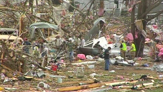 Tornado leveled Illinois homes, stores