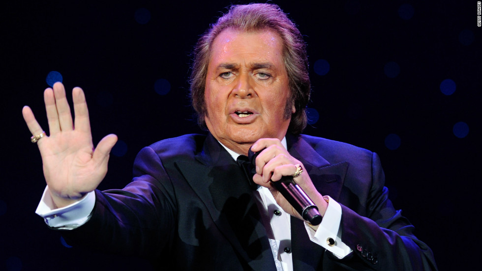 Engelbert Humperdinck performs at the Theatre des Arts in Las Vegas in 2011.