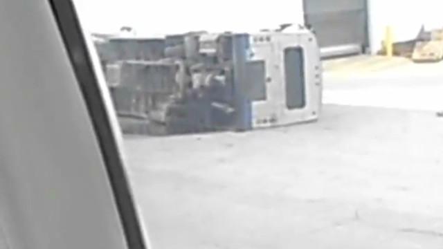 airplane hits shuttle bus_00002230