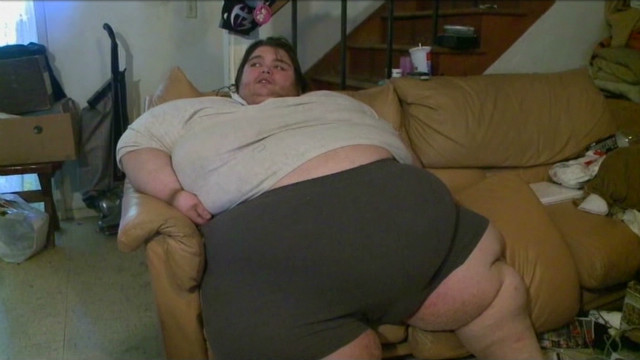 700-lb man's plea for help goes viral