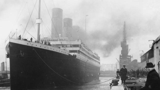 Titanic at the docks on April 1912,