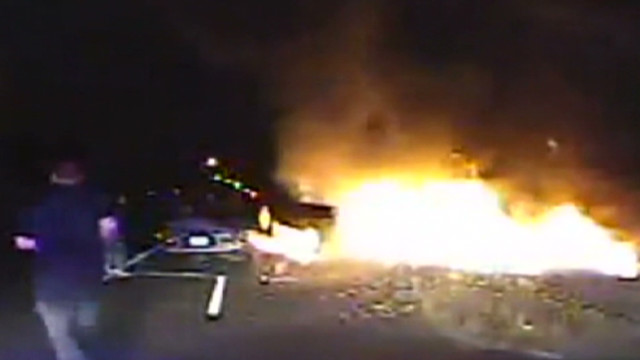 or officers pull man from burning car _00003416