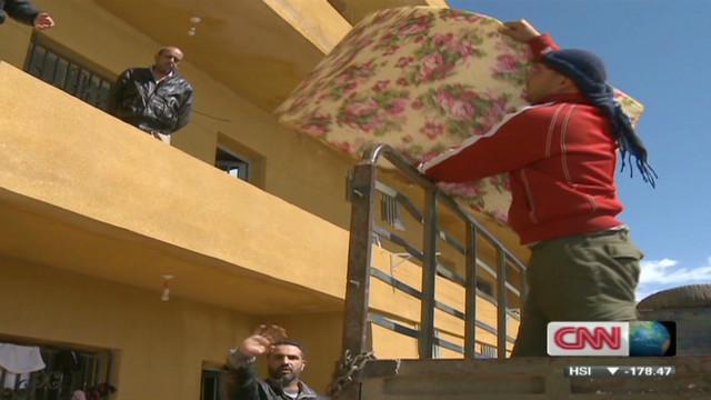 Syrian refugees pour into Lebanon