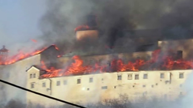 Krasna Horka, a 14th-century castle in Slovakia, has been gutted by a fire officials say came from a near by grass fire.