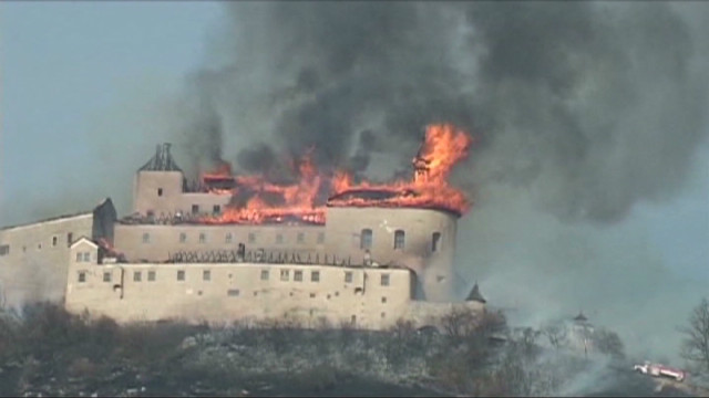 slovakia.castle.fire.vo_00005804