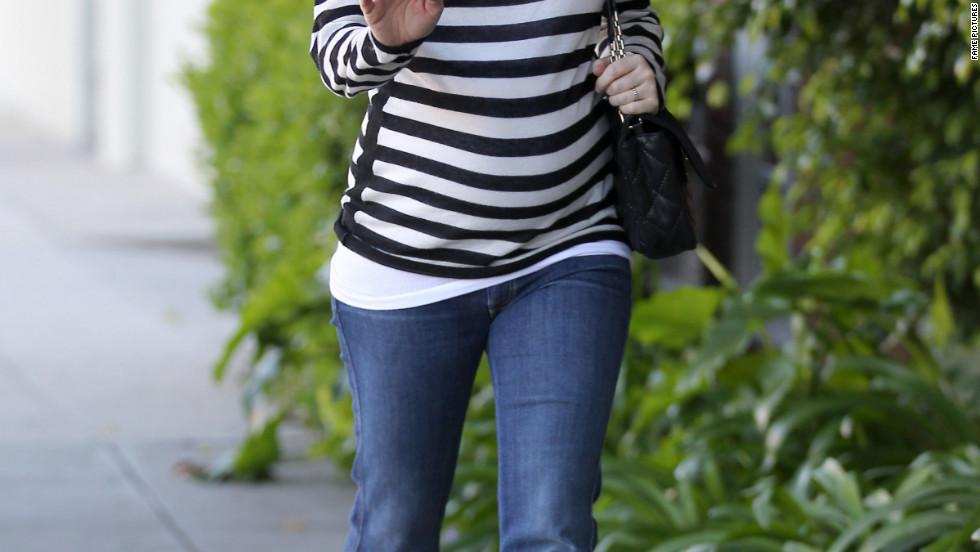 Alyson Hannigan roams around Los Angeles.