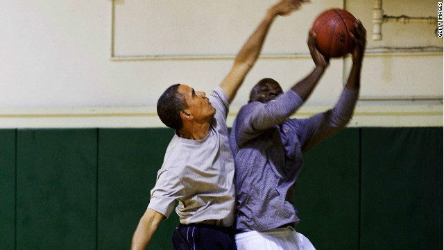 U.S. President Barack Obama (L) and an aid play basketball on September 23, 2009 in New York City.