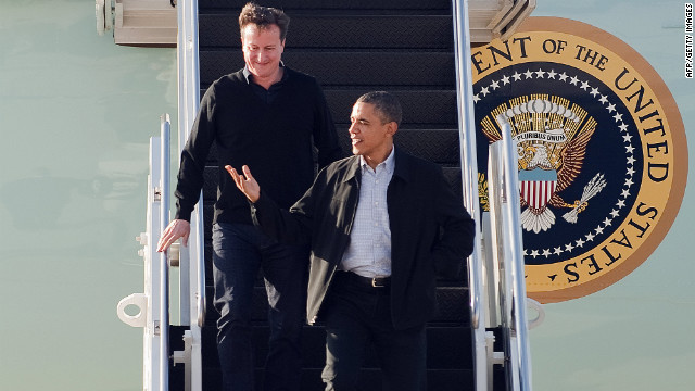 US President Barack Obama (R) and British Prime Minister David Cameron (C) step off Air Force One upon arrival at Wright Patterson Air Force Base in Dayton, Ohio, March 13, 2012.