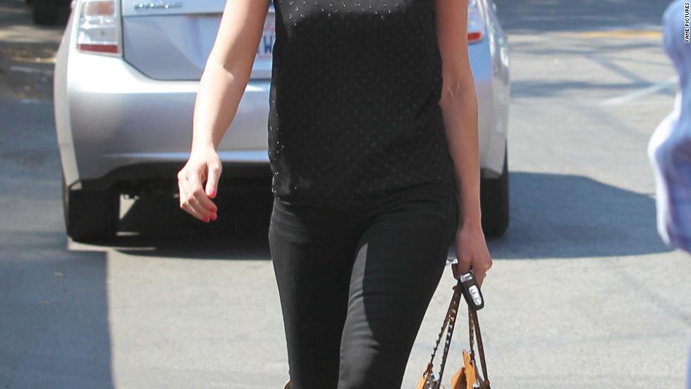 Katherine Heigl grabs lunch in Los Feliz.