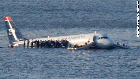 2009: Flight 1549 crew praises smart, calm passengers