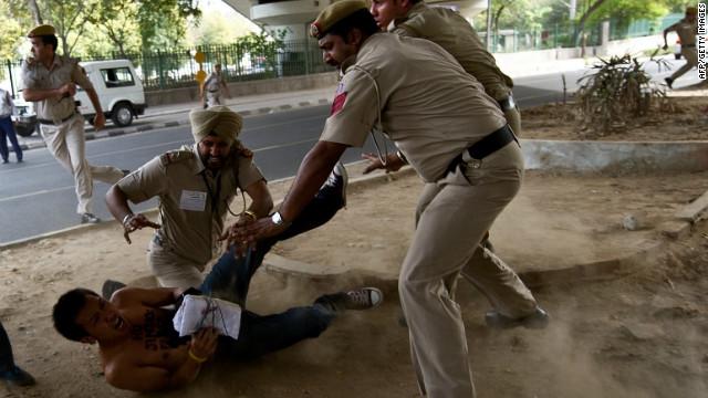 India detains Tibetan protesters