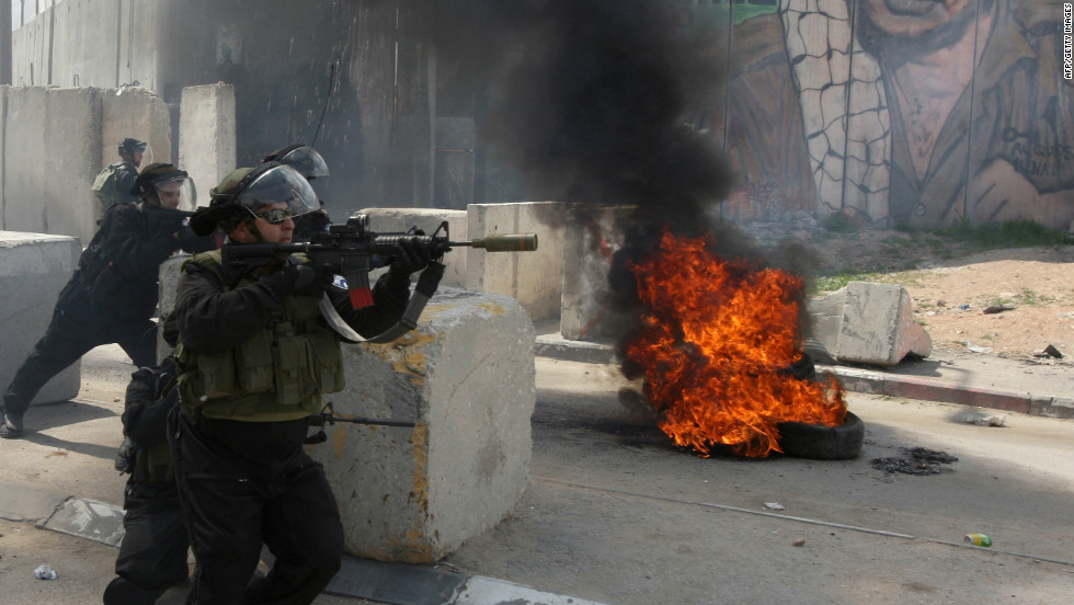 Protesters hurled rocks as Israeli forces fired rubber bullets, stun grenades and tear gas at the Qalandia checkpoint.
