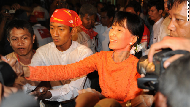 Suu Kyi campaigns on election eve