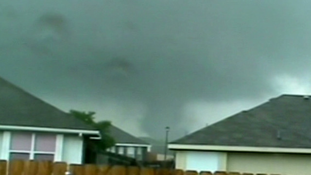 Man films tornado passing over his house