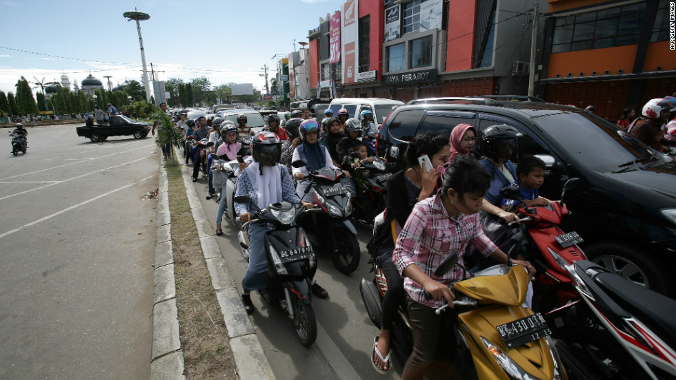 The power went out in Banda Aceh and residents tried to move to higher ground, according to a spokesman for the Indonesian National Disaster Management Agency.