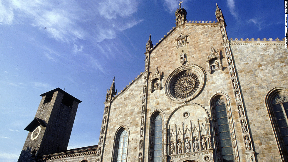 Under construction from the 14th century to the 18th, the Cattedrale di Como displays traces of Gothic and Renaissance architectural styles.
