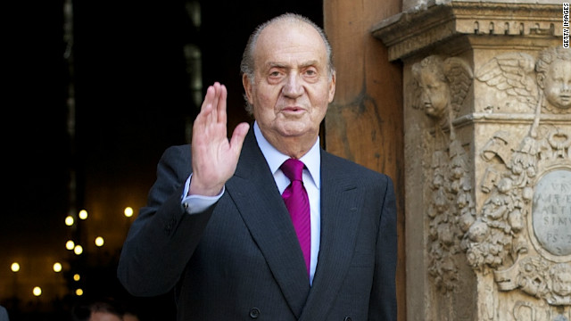 Spain's King Juan Carlos attends Easter Mass in Palma de Mallorca on April 8, 2012 in Palma de Mallorca, Spain.