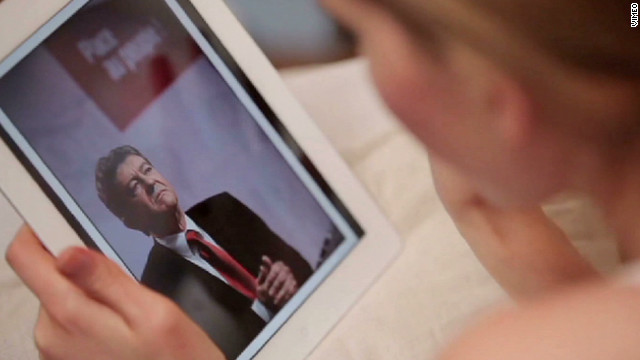 French candidates rally support online