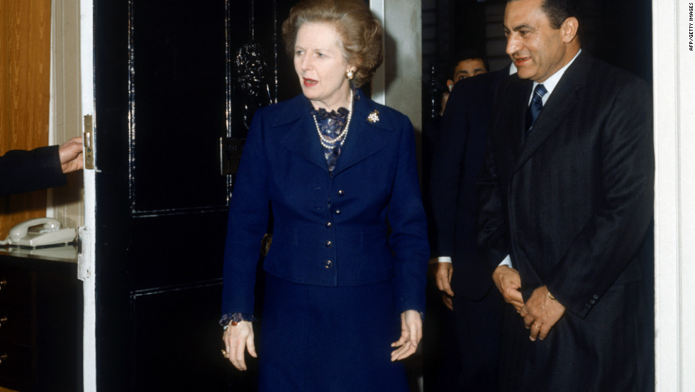 British Prime Minister Margaret Thatcher meets with Mubarak in London in 1985.