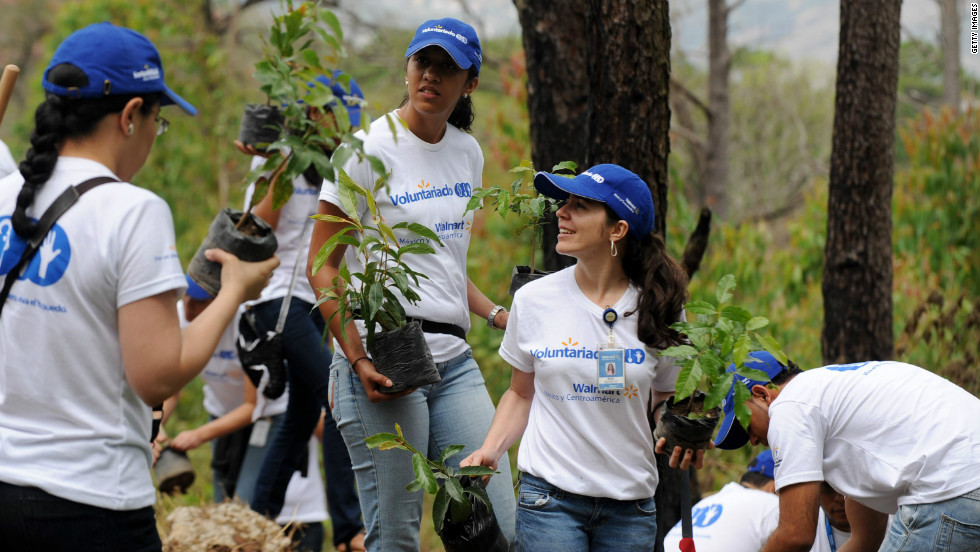 Volunteers participate in the reforestation of the 'Rosy Walter' zoo, on El Picacho hill, north of Tegucigalpa in Honduras to mark this year's Earth Day.