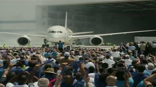 Boeing unveils new 787 Dreamliner