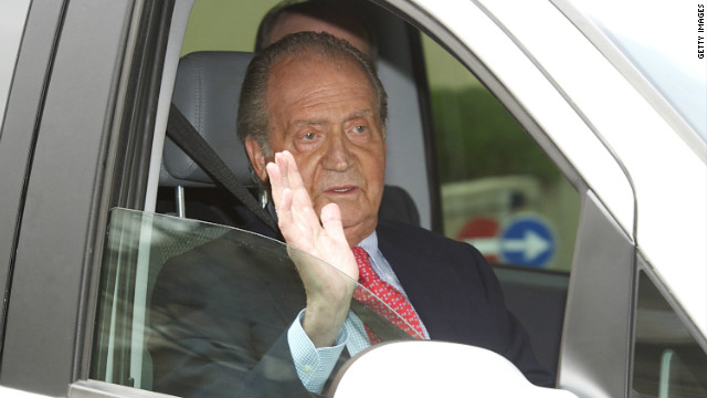 Spain's King Juan Carlos injured his hip after falling while on a private hunting trip in Botswana.
