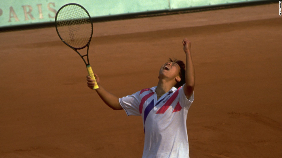 Michael Chang came through two epic five set wins over Ivan Lendl and Stefan Edberg to claim the 1989 French Open title.
