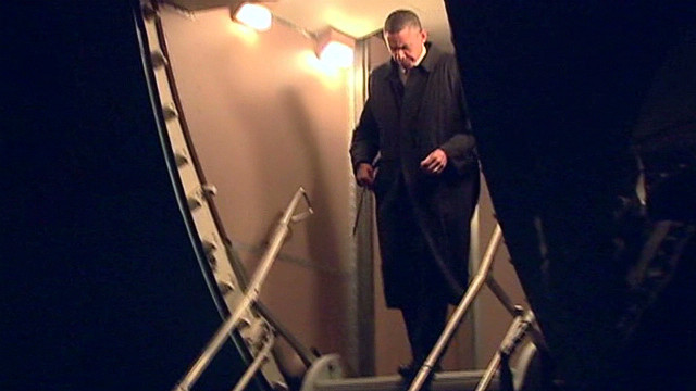 Obama arrives in Afghanistan under cover of night