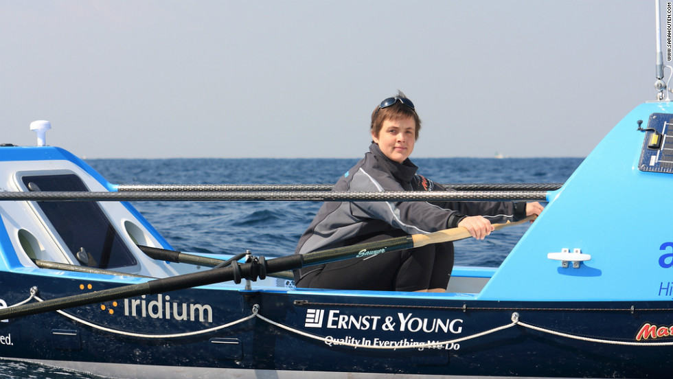 British adventurer Sarah Outen is seeking to become the first woman to row solo across the North Pacific.