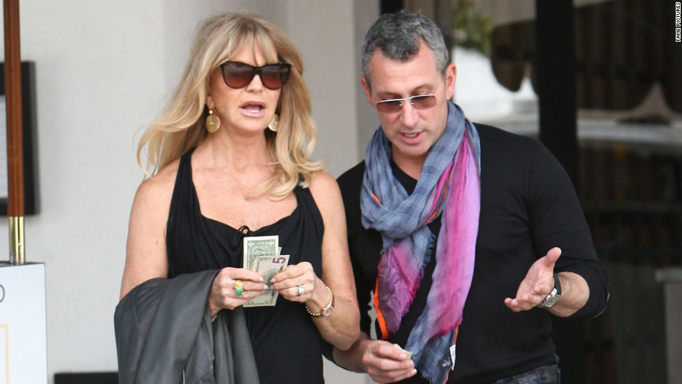 Goldie Hawn grabs a bite to eat with a friend in West Hollywood.