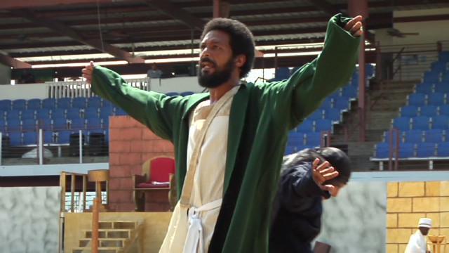 Prisoners play Jesus_00000107