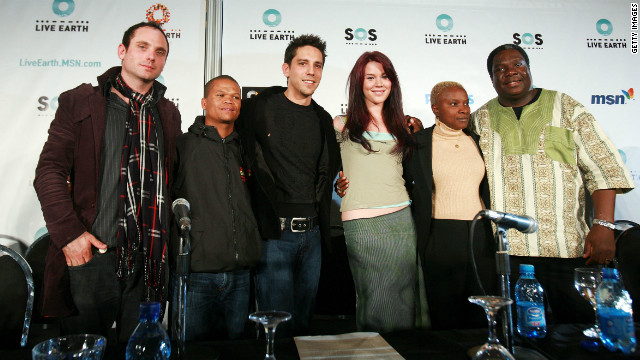 Vusi Mahlasela with artists including Joss Stone and Angelique Kidjo at the 2007 Live Earth press conference in South Africa.