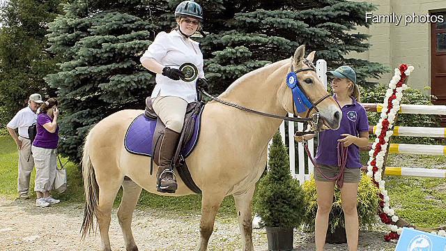 HF: Paralyzed Teen horseback riding _00023501
