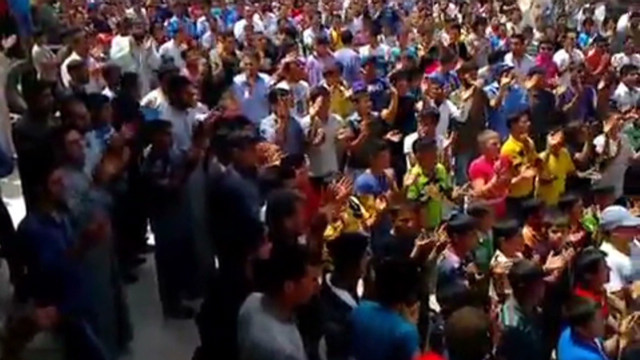 Syrians take to the streets in protest